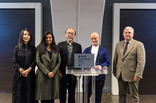 From left to right: Ms Liu Li Anna, President of the CCAA (2011-2018), Ms Suhanya Raffel, Executive Director, M+, Mr Victor Lo Chung-wing, Chairman of M+ Board, Dr Uli Sigg, Founder of the CCAA, Mr Duncan Pescod, Chief Executive Officer of the West Kowloon Cultural District Authority. Courtesy of West Kowloon Cultural District Authority