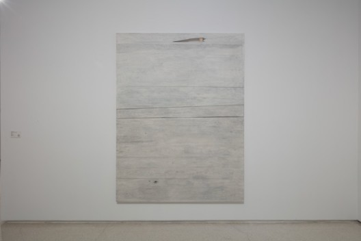 《木/檩No.8》 Wood-Purlin No.8 胡晓媛 Hu Xiaoyuan 2018 楸木、松木、墨、绡、漆和铁钉 Wood, ink, raw silk, paint, iron nails  180 x 130 x 4.2 cm ©胡晓媛 ©Hu Xiaoyuan 图片由艺术家和北京公社提供 Courtesy: the artist and Beijing Commune