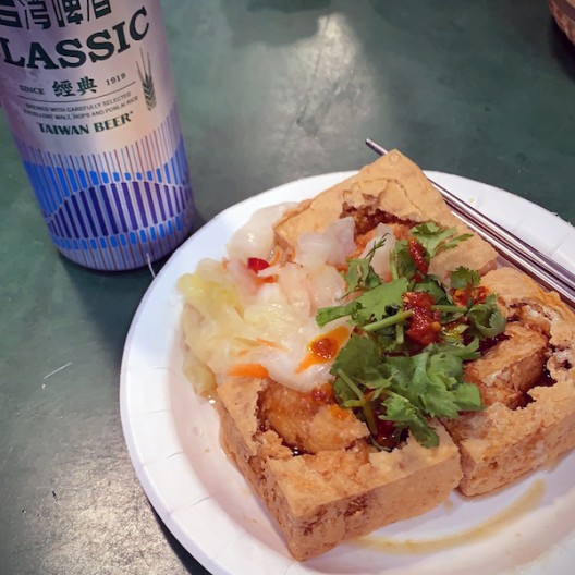 Could you believe a food stall selling stinky tofu could get a Michelin star? Well, it can. It is my main discovery, on my first night in Taipei (first ever!), when I venture out of the hotel to explore one of the city's famous night markets following my stomach desperate appeals for street foo