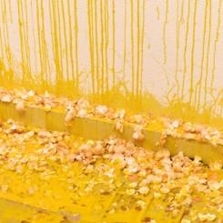 "《致女人的一千个鸡蛋》 One Thousand Eggs: For Women  © 莎拉·卢卡斯 © Sarah Lucas  红砖美术馆""莎拉·卢卡斯""开幕现场 Opening of ""Sarah Lucas"" at Red Brick Art Museum  图片由红砖美术馆提供  Image Courtesy of Red Brick Art Museum"