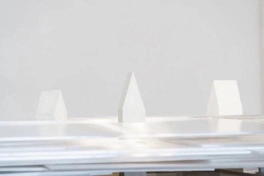 Pascal Brateau,在云上(作品局部),装置(混凝土,PC中空板)2.5x2.5x0.57m,2019