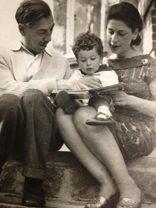 Simon with his parents [...]