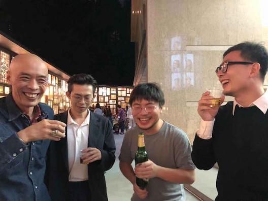 左一:黄小鹏,左二:宋拓,左三:葛宇路,左四:马玉江 Huang Xiaopeng (left), Song Tuo (second left),Ge Yulu (third left), Ma Yujiang (right).