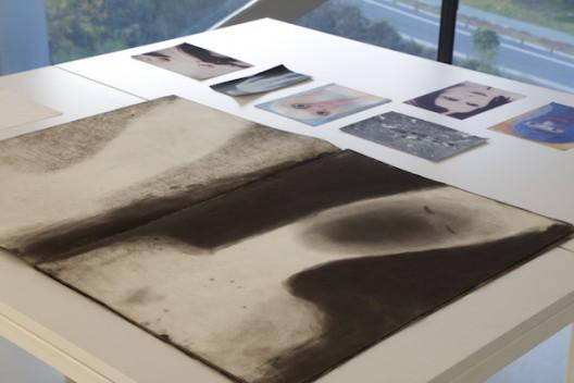 "米利亚姆·卡恩纸本作品,""灵与景""展览现场,四方当代美术馆 work by Miriam Cahn, installation view at 'Ten Thousand Things', Sifang Art Museum, Nanjing"