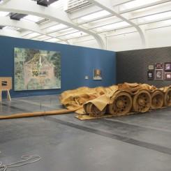 """何翔宇,""""坦克计划"""",植鞣牛皮,890 x 450 x 150 cm, 2011-2013。"""