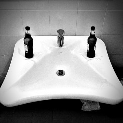 Toilet sink at the Welsh Pavilion party 卫生间水槽,在威尔士馆派对上。