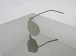 "03 Ji Zhou, ""Object 2"", glasses, stainless steel, iron, 30 × 30 × 100 cm, 2013"