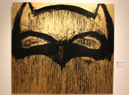 "Joyce Pensato, ""Gold Batman"", enamel on linen, 229 x 204 cm,2013.乔伊斯•潘塞多,《金色蝙蝠侠》,亚麻布面珐琅彩,229 x 204 cm,2013"