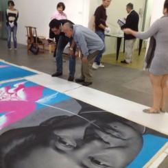 Photos of Li Shan retaking works at Hanart李山在汉雅轩验收交还的作品现场照片 (from Wallpost.cn)