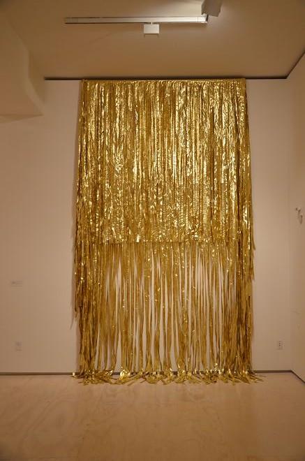 "James Lee Byars, ""The World Flag"", Gold lame, 1991詹姆斯•李•拜尔斯,《世界旗》,金片,1991"