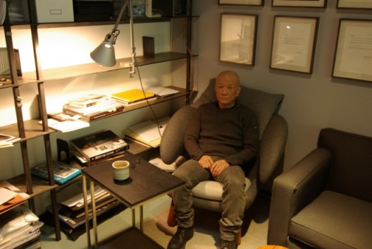 Tehching Hsieh at his studio, New York, 2015. Photo: Iona Whittaker謝德慶在他的工作室,紐約,2015。 圖片提供:Iona Whittaker