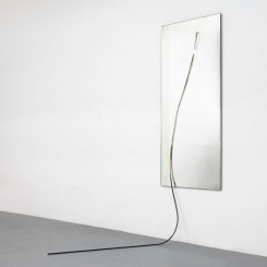 "Alicja Kwade, ""Significant Contact,"" mirror, bronze, 212.5 x 80 x 145 cm, 2014."