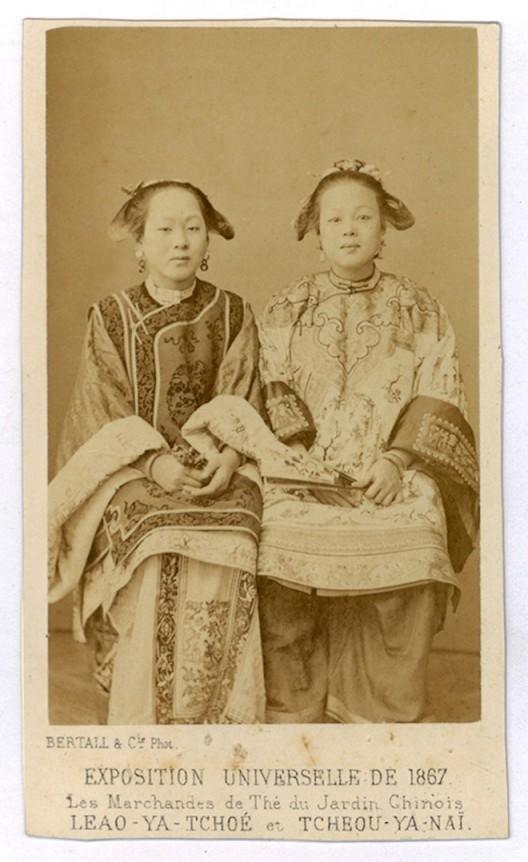 7. 巴黎世博会上的中国茶女,巴黎博涛照相馆,1867年,名片格式蛋白照片 Bertall