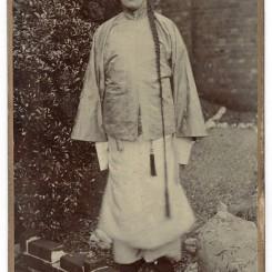 8. 李鸿章访英期间一个装扮成李鸿章的英国人,佚名摄影师,1890年代,橱柜照片 Cabinet card