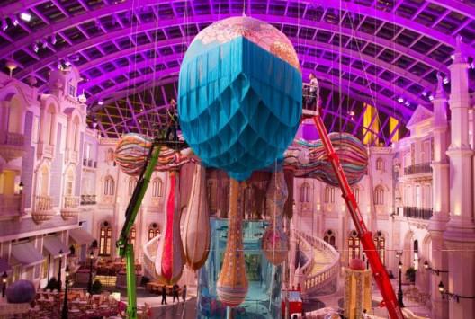 Exhibition view, Joana Vasconcelos' installation will be at MGM MACAU from 16 March – 31 October 2015, www.mgmmacau.com  (©Luís Vasconcelos / Courtesy Unidade Infinita Projectos)展览现场,2015年3月16至10月31日,乔安娜·瓦斯康丝勒的作品将于澳门美高梅展出,www.mgmmacau.com(©Luís Vasconcelos / Courtesy Unidade Infinita Projectos)
