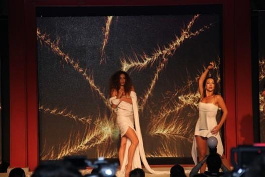 法国舞团颁奖现场表演特意为此次颁奖创作的名为《蜕变》的舞蹈