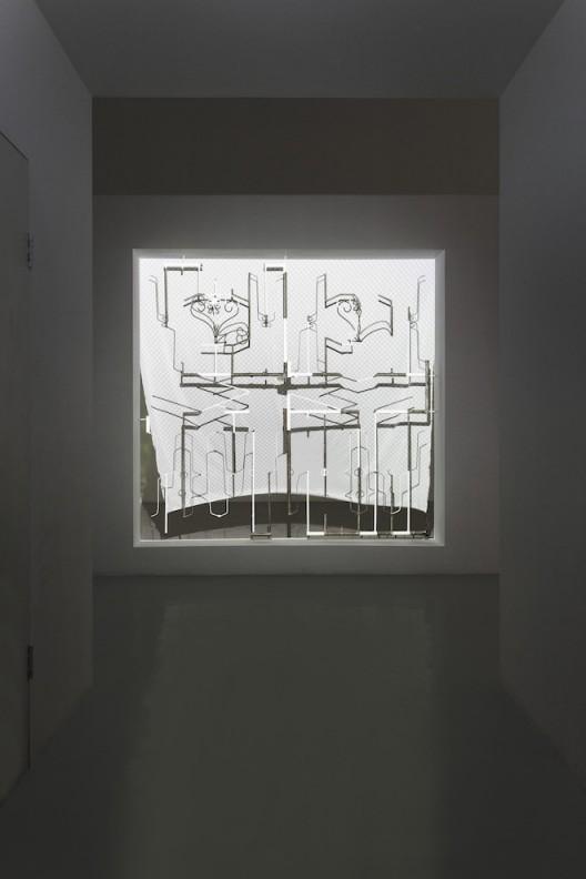"Liu Chuang, ""What is A Screen?"", Installation, iron, paint, projection, electric fan, printed cloth, 220×210cm, 2015, Courtesy the artist and Magician Space刘窗,《什么是屏幕?》,铁、油漆、投影、电扇、印花织物,220×210cm,2015@魔金石空间"