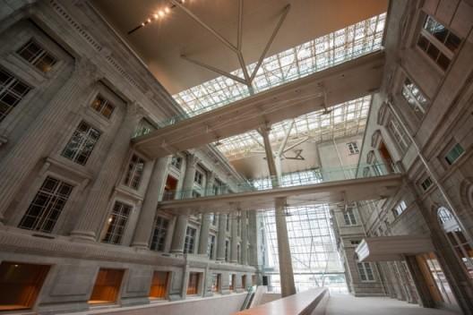 Atrium(中庭)_Image courtesy National Gallery Singapore