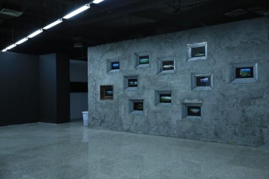 沈晓闽,《碉堡》,胶片摄影、灯箱装置,行为 尺寸可变 ,2009 至今