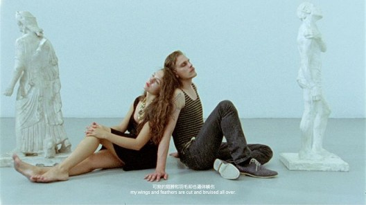 """程然,《在入睡之前第二部分—两只鸽子》,录像截屏,2013(图片由艺术家和麦勒画廊提供)  Cheng Ran, """"Before Falling Asleep, Part II: The Two Pigeons"""", video still, 2013  (Courtesy: the artist and Galerie Urs Meile,Beijing-Lucerne)"""