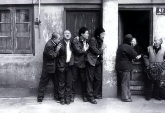 杨福东 Yang Fudong后院:嘿,太阳升起了 Backyard: Hey,Sun is Rising13分2001