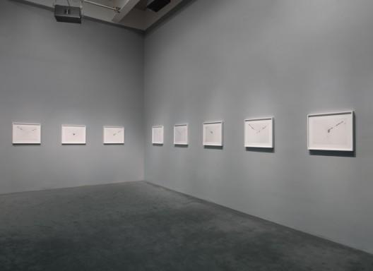 《无题(角落)》,《安利·萨拉:回应我》个展现场,新当代艺术博物馆,2004 图片由Courtesy Hauser & Wirth. Photo: Maris Hutchinson / EPW Studio提供