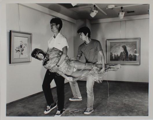 Nobuyoshi Araki, Tokyo Photos (NA-vntg002), 1983-84, Gelatin silver print, 27.9 x 35.5 cm. (Image courtesy of Blindspot Gallery and Taka Ishii Gallery, Tokyo)荒木經惟,《Tokyo Photos(NA-vntg002)》,1983-84,銀鹽紙基,27.9 x 35.5 厘米(圖片由刺點畫廊及 Taka Ishii Gallery 提供)