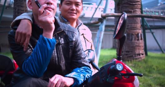 """沈莘,《付出式批评》,录像剧照,2015 / Shen Xin, """"The Gay Critic"""", video still, 2015"""
