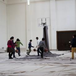 """田中功起,《临时性研究:工作坊1号""""1946-1952年展览时期和1970年的人类与物质""""》"""