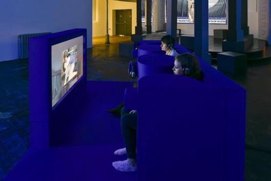 "《 乔恩·拉夫曼》,扎布罗多维克茨收藏展现场,伦敦,2015(摄影:Thierry Bal) / ""Jon Rafman"", installation view at Zabludowicz Collection, London, 2015 (Photo: Thierry Bal)"