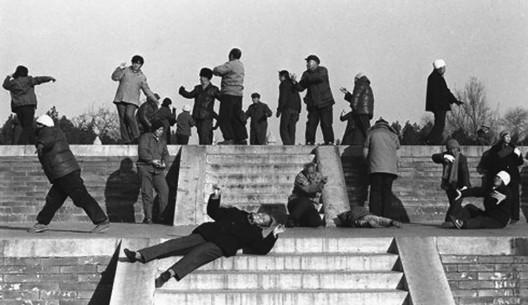 20 世纪 90 年代气功热 潮,中国大陆(照片: 《 大公报》) / Qigong  spree in the 1990s, Mainland China (Photo: Ta Kung Pao)