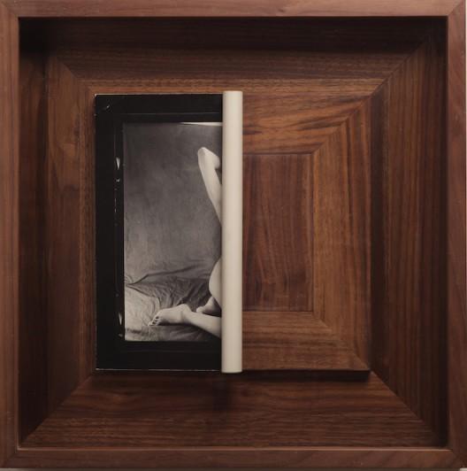 蔡东东,《卷起的照片》(Curled Photo),明胶卤化银照片(Silver gelatin print),版号46(Ed.46),42x42x5.5cm,2014