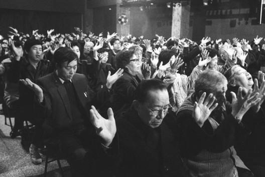 20 世纪 90 年代气功热潮,中国大陆(照片:《大公报》) / Qigong spree in the 1990s, Mainland China (Photo: Ta Kung Pao)
