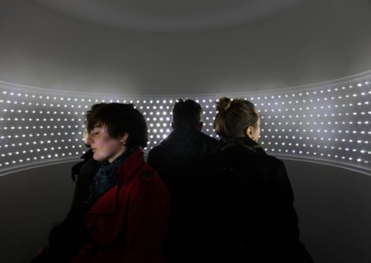 依凡娜∙弗兰克,《闭上双眼去看》,2011 (图片版权归艺术家所有)