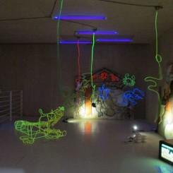 """徐坦,《匀速,变速之一》,装置,1992 。Xu Tan, """"Uniform Velocity, Variant Velocity No.1"""", installation view, 1992."""
