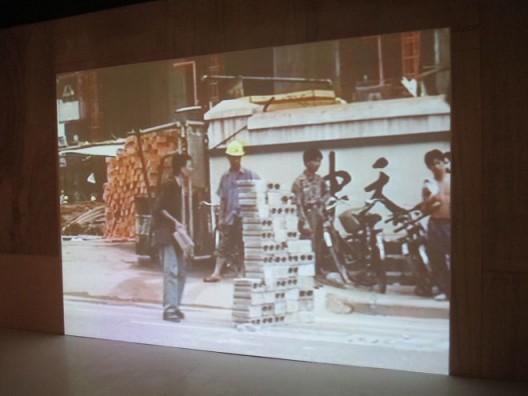 林一林,《安全渡过林和路》,行为,1995. Lin Yilin,