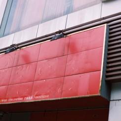 马修•哈维,《微光,尘乐》系列,摄影,2010至今(图片由艺术家提供)/ Matthew Harvey, Dim Light, Dusty Joy series, photography, 2010–now (courtesy the artist)