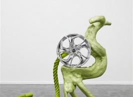 """关小,《叮叮ja》,黄铜、汽车轮壳、绳子、树脂,115 × 40 × 78 cm,2015 / Guan Xiao, """"Din Din Jaarhh"""", brass, car wheel, robe, resin , 115 × 40 × 78 cm, 2015."""