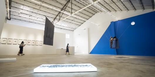 """胡昀,""""叙事病"""",艾可画廊展览现场 / Hu Yun,"""