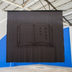 """《你们是世上的光》,在黑色丝绸上刺绣,300x250 cm,2015 / Hu Yun, """"You Are the Light of the World"""", embroidery on black silk, 300 x 250 cm, 2015"""