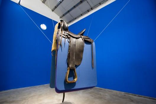 《无题》,马鞍,瑜伽垫,尺寸可变,2016 / Hu Yun,
