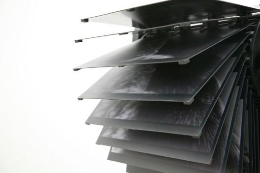 蒋志,《深吻》,装置(铸钢,电机,齿轮,铝板上打印照片,诗歌等),尺寸可变,2016 / Jiang Zhi , Soul Kiss, Installation,  Cast steel, motor, gears, aluminum panels printed with photos and texts,  Dimension variable,  2016