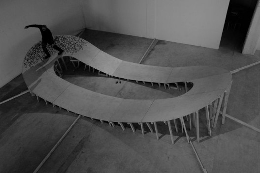 John Court(英国),《无题》,2016年10月23日,丹麦文化中心。摄影:依子雷 / John Court, UK, Untitled. Oct 23, 2016. Danish Cultural Center, Beijing. Photo: Yi Zi Lei.
