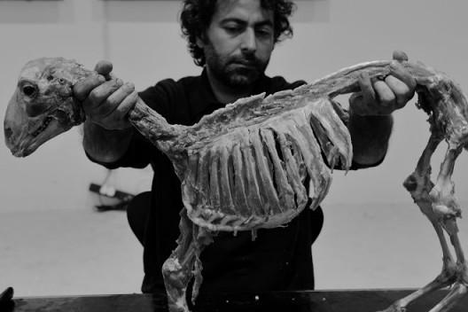 Ali Al-Fatlawi & Wathiq Al-Ameri(伊拉克,现居瑞士),《无题》,2016年10月23日,丹麦文化中心。摄影:依子雷 / Ali Al-Fatlawi & Wathiq Al-Ameri, Switzerland/Iraq, Untitled, Oct 23, 2016, Danish Cultural Center, Beijing. Photo: Yi Zi Lei
