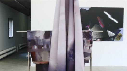 """格雷戈里·夏通斯基,《落下》,尺寸可变,2015(图片由中国北京独角兽艺术空间提供) / Grégory Chatonsky, """"Tombée"""", printed tapestry, dimensions variable, 2015. Courtesy UNICORN Art, Beijing, Ch"""