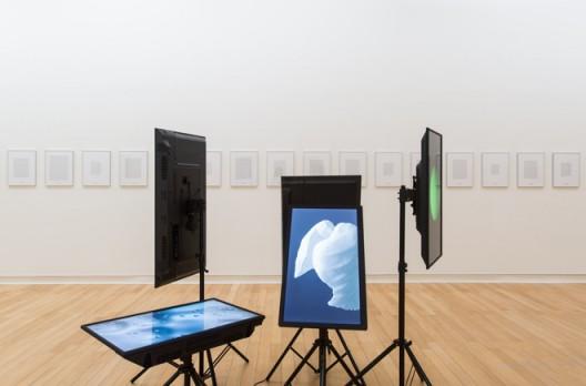"""纳思琳.塔巴塔拜 & 巴贝克.艾菲斯比,《吸入》,文字纸本、铝框、3D动画,2016 Nasrin TABATABAI & Babak AFRASSIABI, """"Inhale"""", texts on paper, aluminum frames, 3D animations dimensions variable, 2016"""