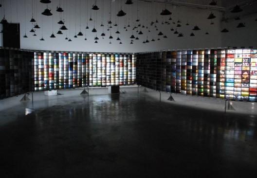 "Hu Jieming, ""100 Years in 1 Minute"", video, multi-channel, animation, installation, 1656 x 1400cm, 2010 胡介鸣,《一分钟的一百年》,视频、多屏动画、装置,1656 x 1400cm,2010"