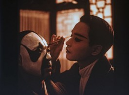 "陈凯歌执导电影《霸王别姬》剧照 / Film still of Chen Kaige's ""Farewell My Concubine"""
