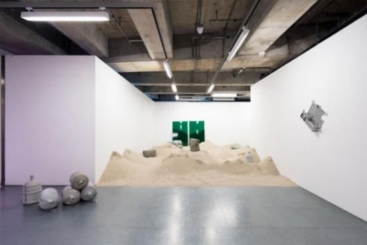 周奧(Joao Vasco Paiva)于香港馬凌画廊展出的作品《青洲》(2016)。周奧2008年毕业于创意媒体学院艺术硕士(创意媒体)课程。