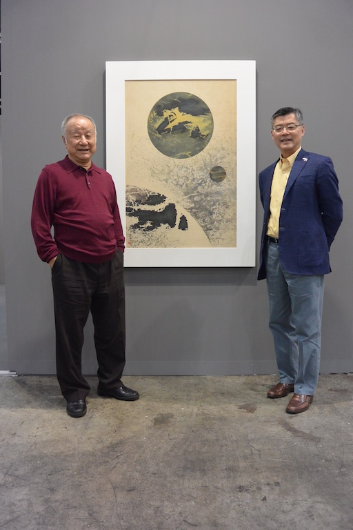 Liu Kuo-song with Dr Jay Xu, Director of Asian Art Museum San Francisco (Galerie du Monde)